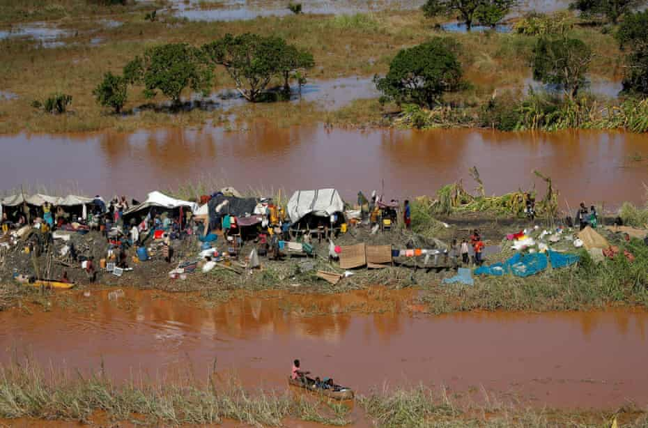 Stranded locals in Buzi after Cyclone Idai.