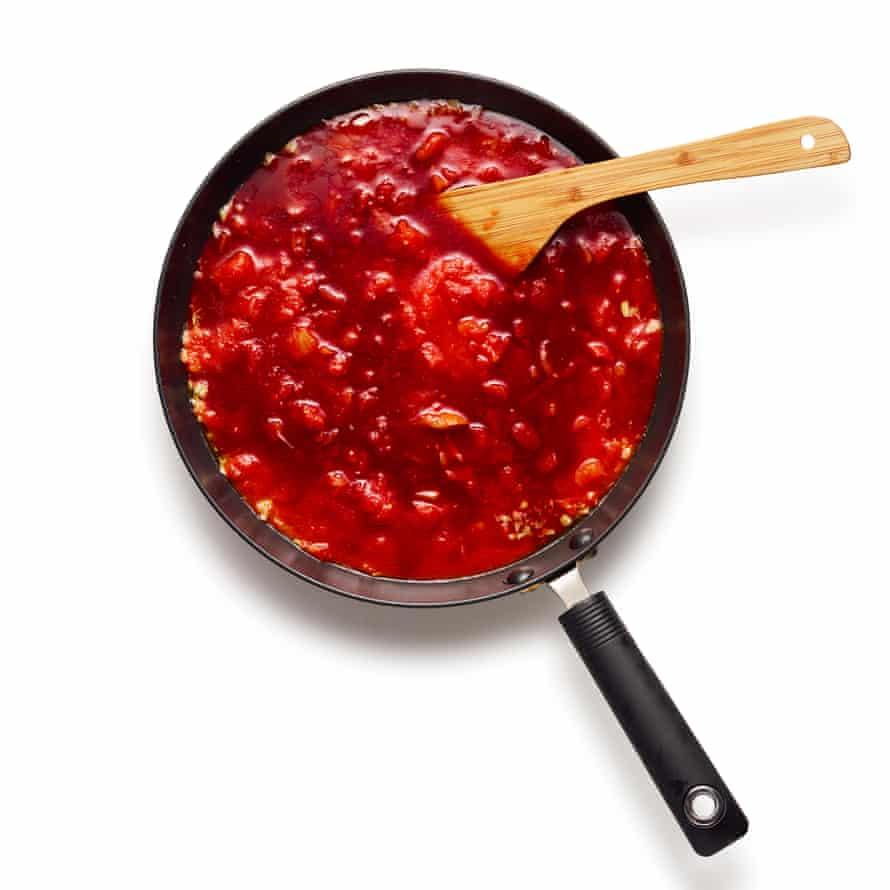 Felicity Cloake's parmigiana 03 start tomato sauce