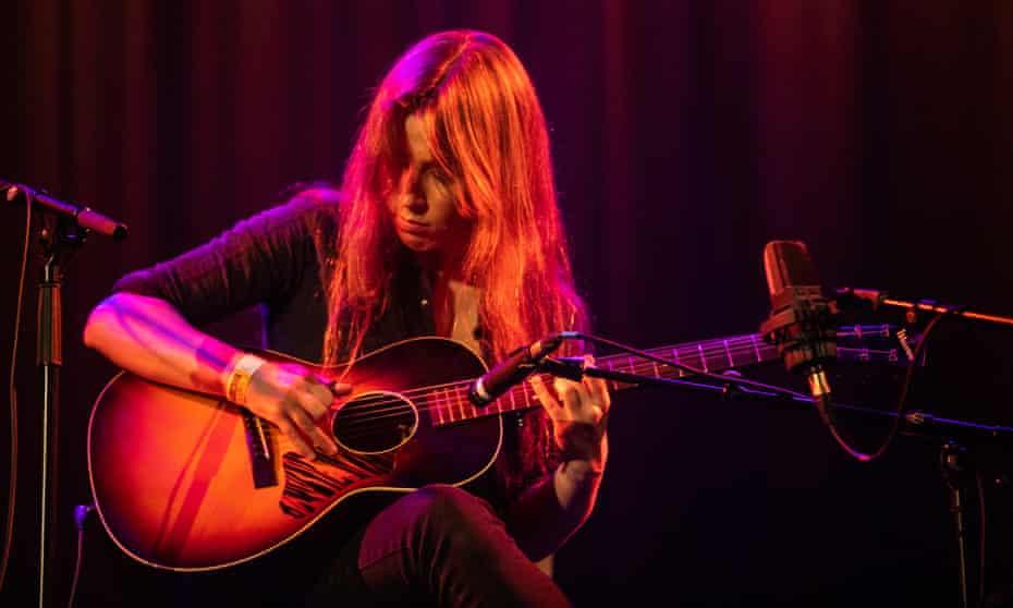 Gwenifer Raymond performing at Islington Assembly Hall, London.