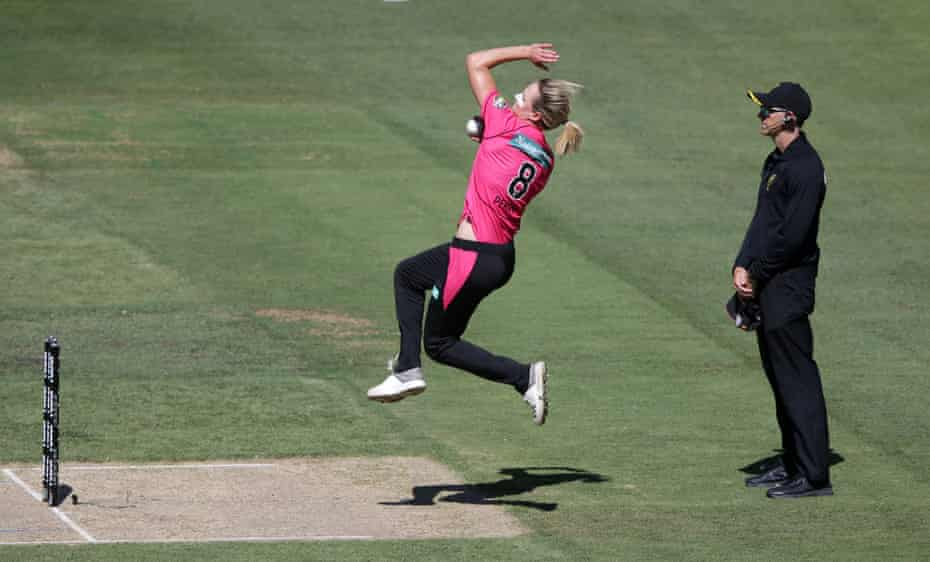 Ellyse Perry bowls for the Sydney Sixers during a Women's Big Bash League in January