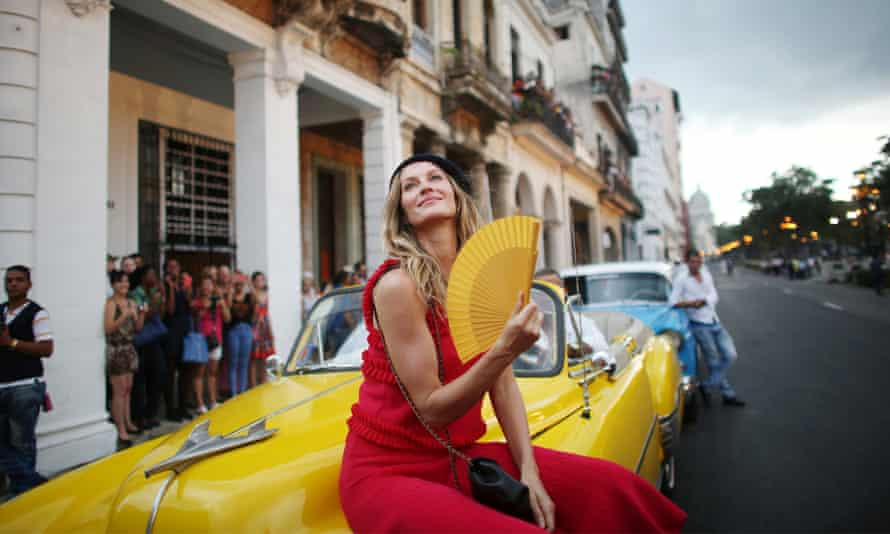 Fanning the controversy: Gisele poses before the Chanel show at Paseo del Prado in Havana.