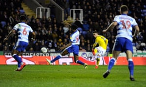 Pablo Hernandez scores his second and Leeds' third in their 3-0 win at Reading.
