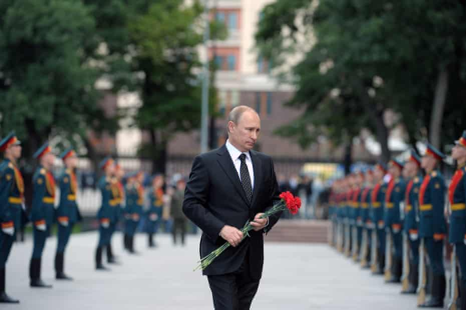 Vladimir Putin, the Russian president, lays flowers to commemorate the 73th anniversary of Nazi Germany's invasion of the Soviet Union.