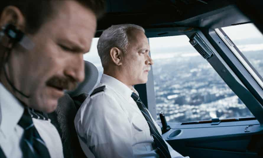 Aaron Eckhart and Tom Hanks in Sully.