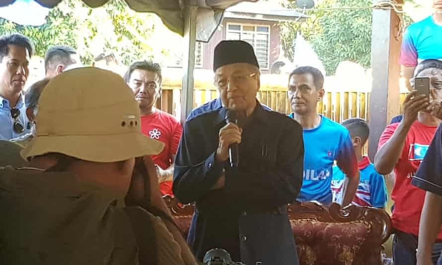 Malaysia's opposition leader Mahathir Mohamad speaks to people at the Bukit Goh Felda settlement in Pahang