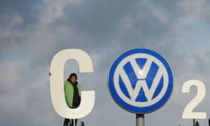 Greenpeace activists at the VW plant in Wolfsburg make their CO2 protest.