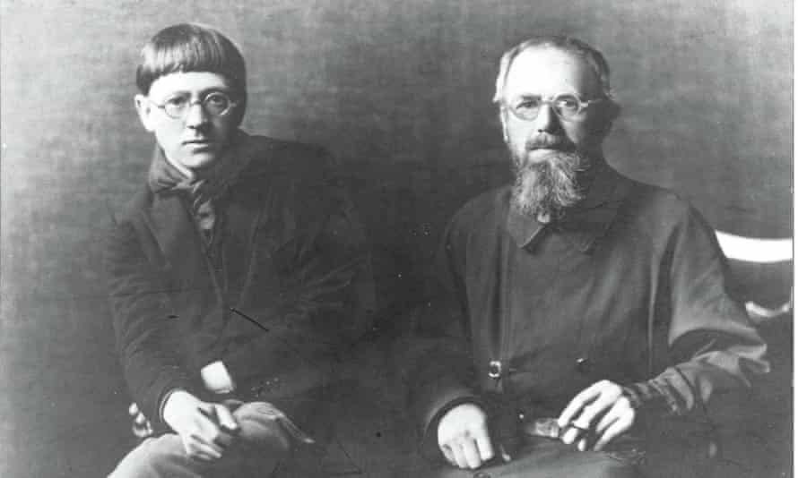 David Jones with the sculptor Eric Gill in 1926