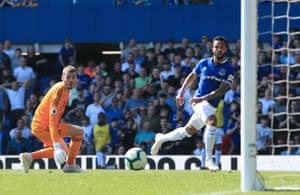 Walcott scores Everton's fourth.