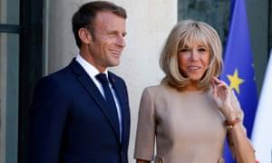 Emmanuel Macron com sua esposa, Brigitte.