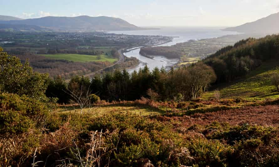 Narrow water in Carlingford Lough marking the border between Northern Ireland on the left and Republic of Ireland on the right.