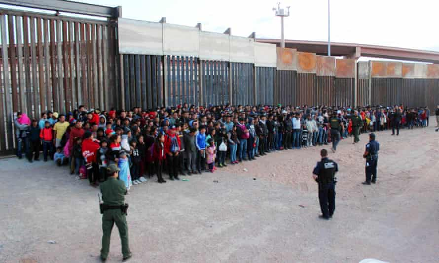A photo released by US Customs and Border Protection (CBP) shows some of 1,036 migrants who crossed the US-Mexico border in El Paso, Texas on 29 May 2019.
