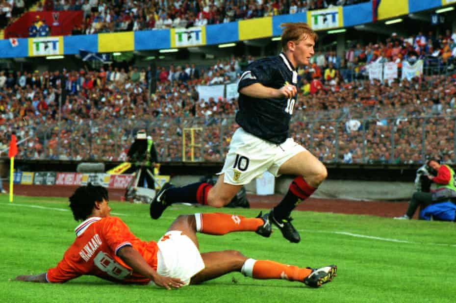 Stuart McCall tussles with Frank Rijkaard as Scotland lose 1-0 to the Netherlands at Euro 92.