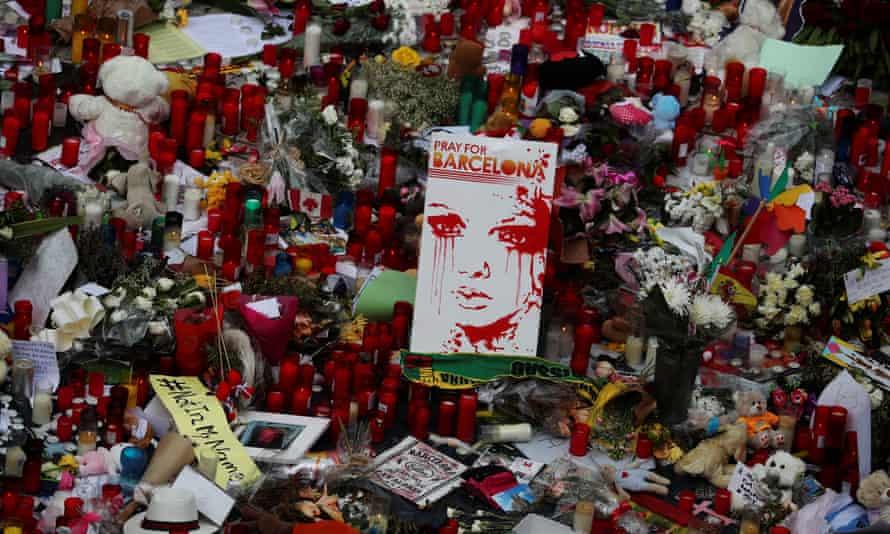 A placard reading 'Pray for Barcelona' on Las Ramblas.