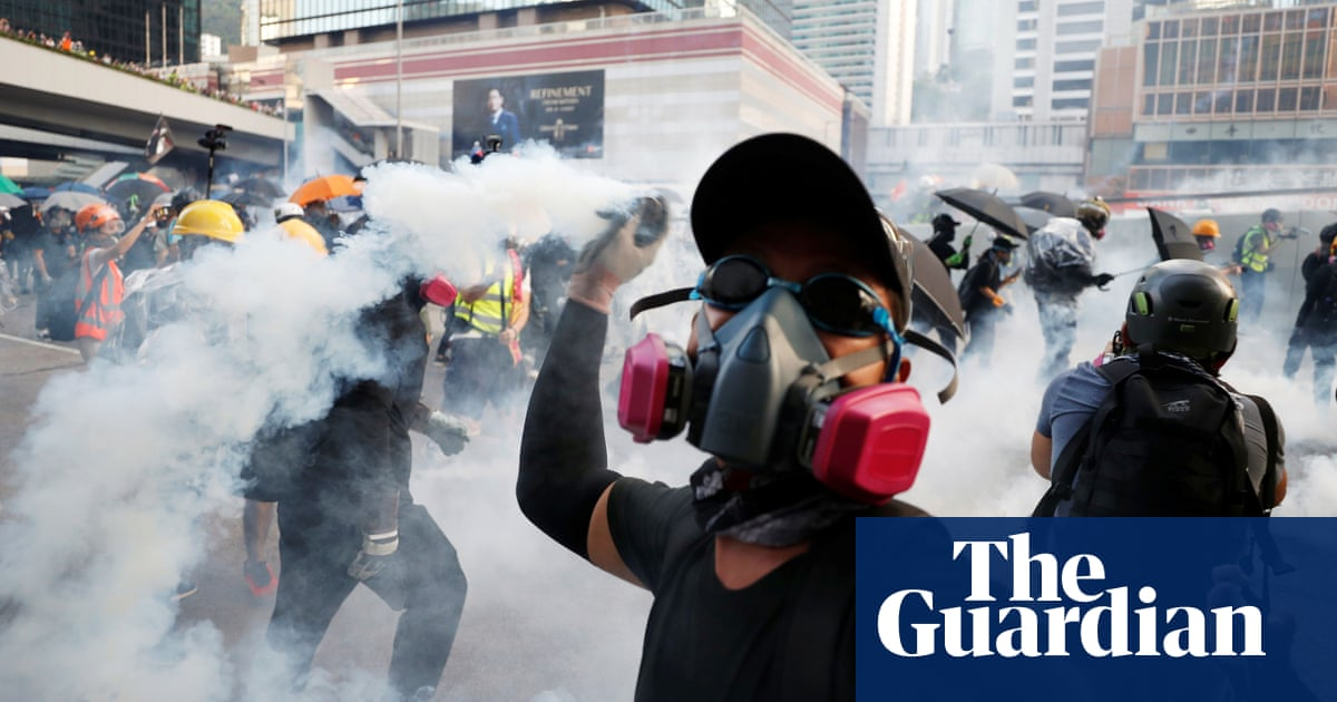 Police fire teargas and water cannon at Hong Kong protesters