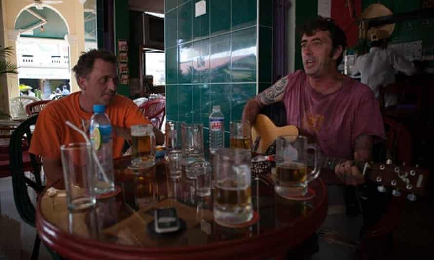 Sebastiano Magnanini with a friend in a bar.