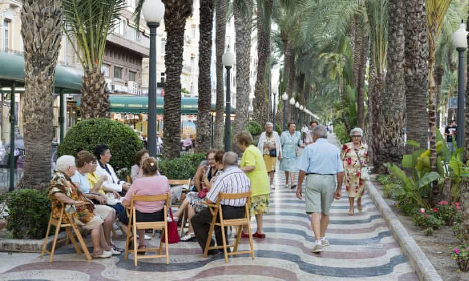 Elderly people sitting together in Alicante, Spain