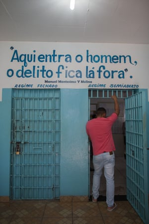 'The man enters, the crime stays outside': Doors separate Itaúna's semi-open and closed regime