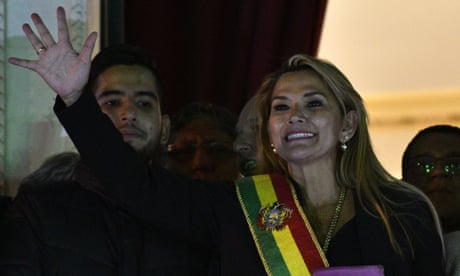 Bolivia: Jeanine Añez claims presidency after ousting of Evo Morales