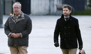 The former Osasuna club secretary Ángel Vizcay (left) arrives at Pamplona's Palace of Justice accompanied by his lawyer.