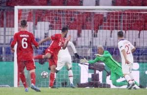 Eric Maxim Choupo-Moting heads Bayern Munich back into the game.