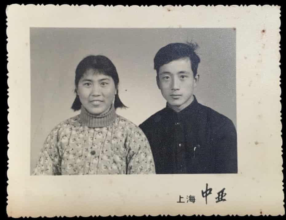 The original wedding photo of Pei Pei and Sun