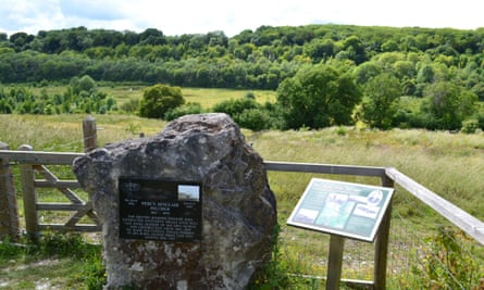 Memorial stone and plaque to Percy Pilcher who tested his Hawk gliders here at Austin Lodge, near Eynsford, Kent, in the 1890s. Pilcher died 1899.2C19C0B Memorial stone and plaque to Percy Pilcher who tested his Hawk gliders here at Austin Lodge, near Eynsford, Kent, in the 1890s. Pilcher died 1899.