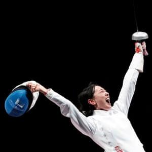 Yiwen Sun wins fencing gold