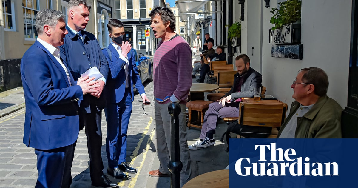 Pub landlord shouts at Starmer for backing Covid rules