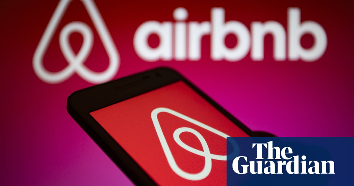 Airbnb suspends Victorian host who rejected couple for receiving Covid vaccine