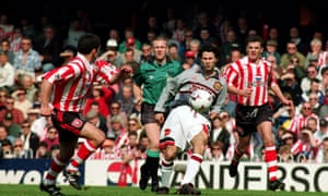 Ryan Giggs in Manchester United's now-infamous grey kit, which Alex Ferguson made them change at half time.