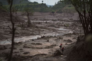 Rescue workers search for victims at the site where the town of Bento Rodrigues stood before two dams burst  in the state of Minas Gerais, Brazil