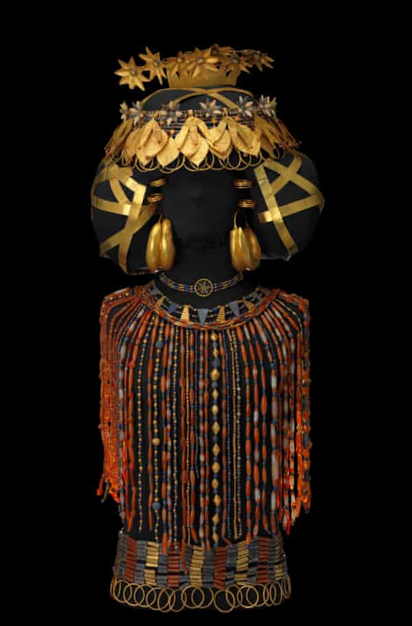 Queen Puabi's headdress, beaded cape and jewelry of gold, lapis lazuli and carnelian, discovered on Queen Puabi's body in her tomb at the Royal Cemetery of Ur, ca 2450 BCE.