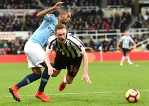 Fernandinho of Manchester City fouls Sean Longstaff of Newcastle United and gives away a penalty.