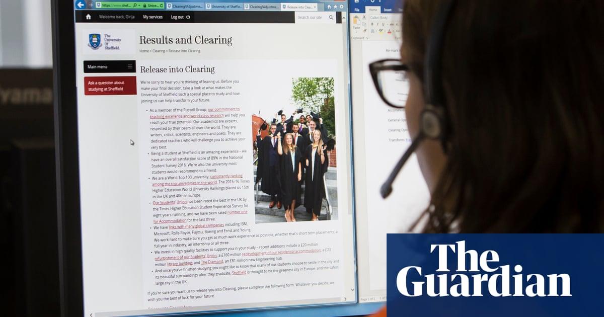 ほとんど 150,000 A-level students in scramble for university places