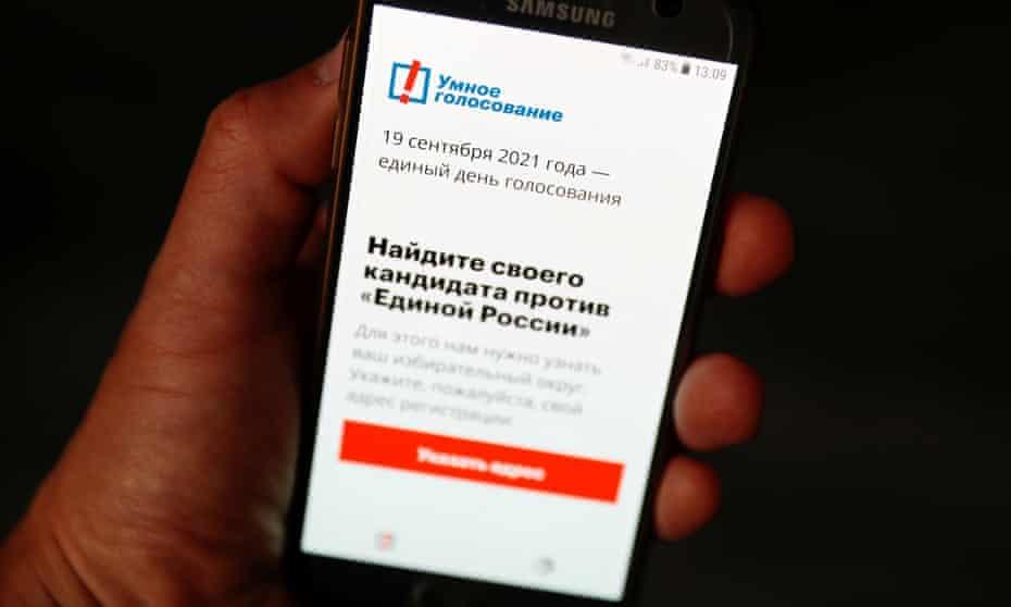 Alexei Navalny's Smart Voting app on a phone