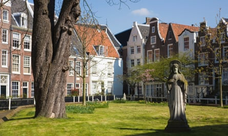 The Beguines, a beautiful square in the centre of Amsterdam
