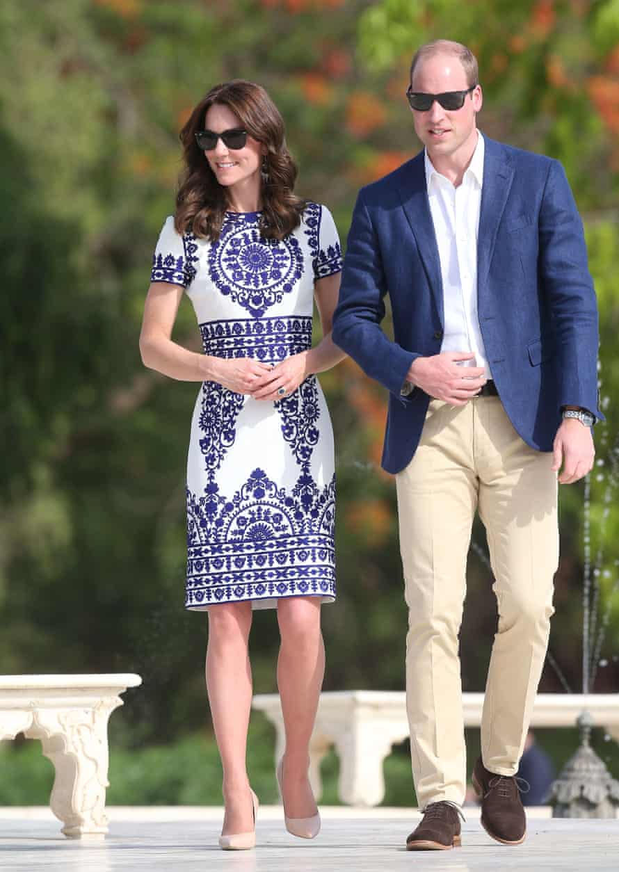 William and Catherine walk in front of the Taj Mahal