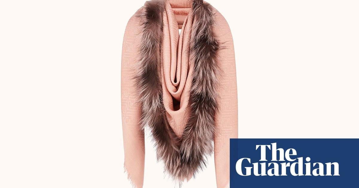 f2d675b220 Fendi's £750 'vulva' scarf makes wearers look like they're being ...