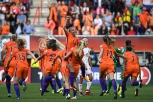 Holland celebrate after winning.