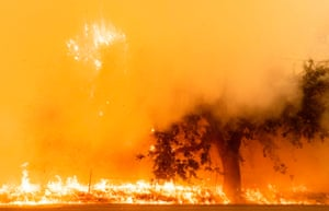 Lightning wildfire continues to spread in Fairfield, California
