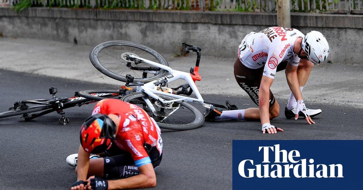 Giro d'Italia: crashes overshadow Caleb Ewan's sprint win on stage five