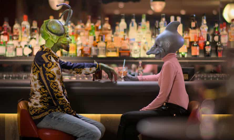 Two contestants on Sexy Beasts in prosthetics sit at a bar.
