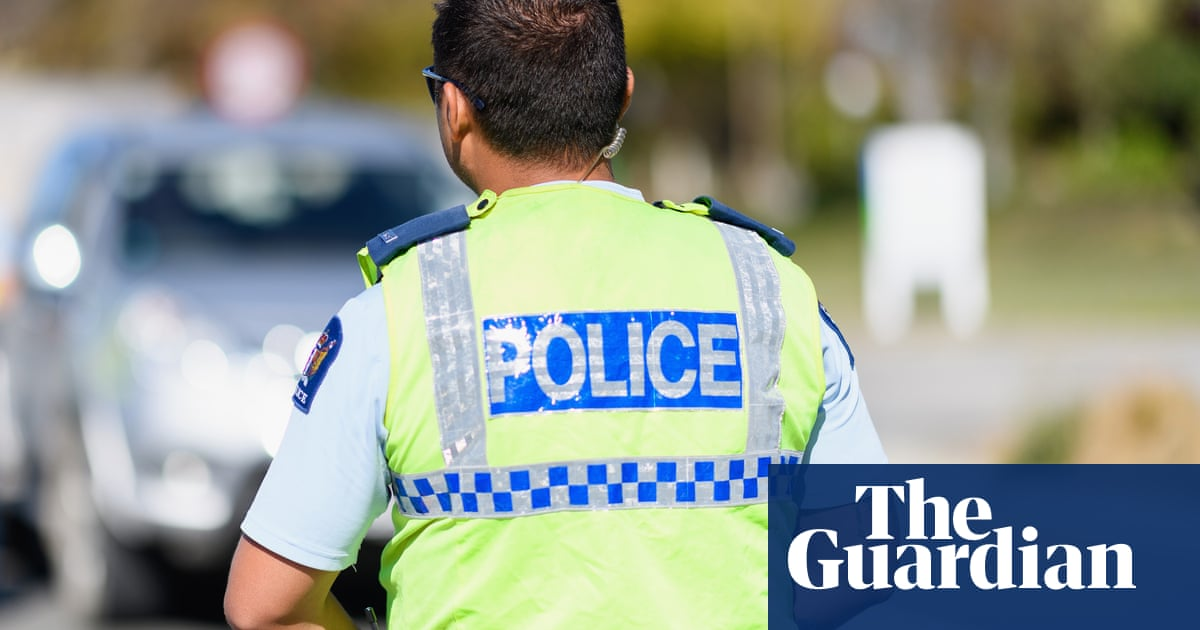 New Zealand police surround address after Covid-positive man escapes quarantine