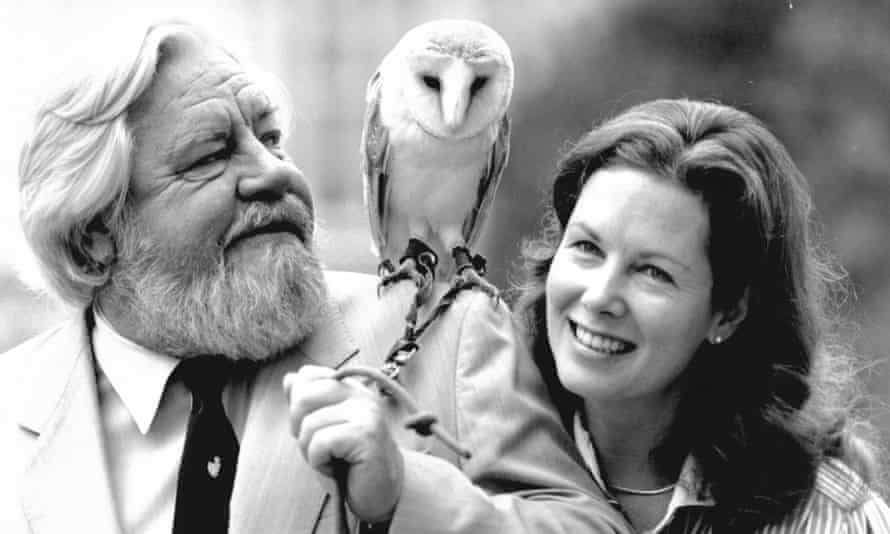 Gerald and Lee Durrell, with a barn owl in 1987.