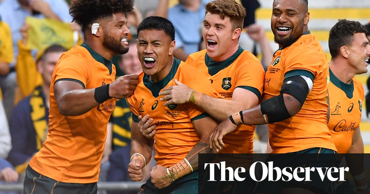 Wallabies go back-to-back against Springboks in four-try romp