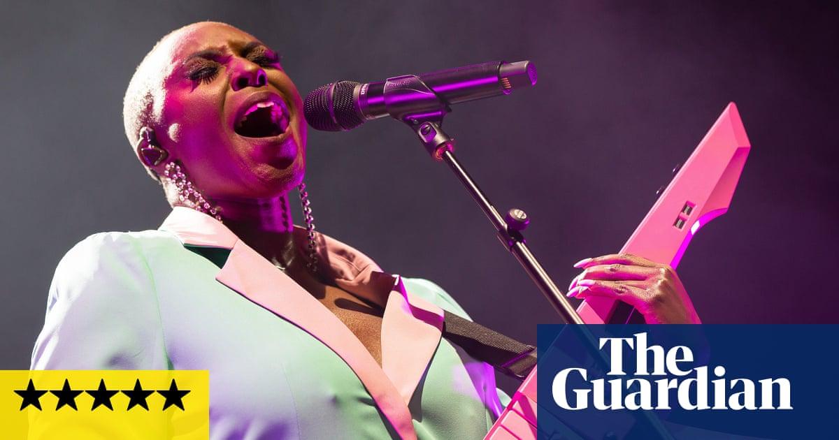 Laura Mvula review – joyous, keytar-toting pop masterclass