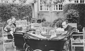 Barbara Hepworth, Ben Nicholson and their triplets in the László Moholy-Nagy's garden.