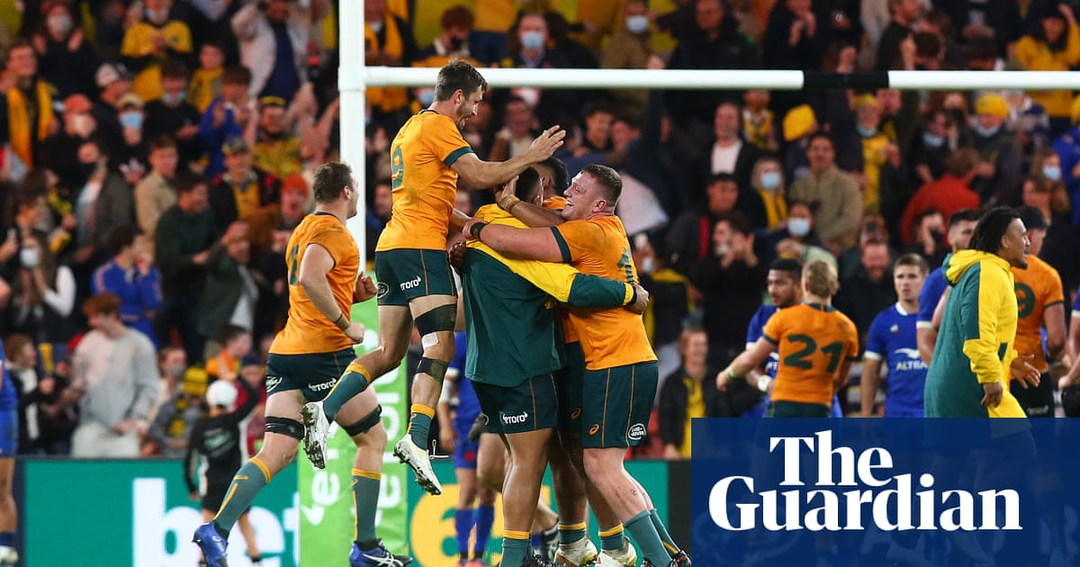 Wallabies snatch last-gasp victory over France in first Test of series