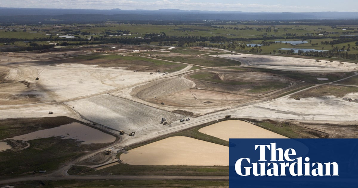 Federal police investigate $30m Western Sydney airport land purchase – The Guardian