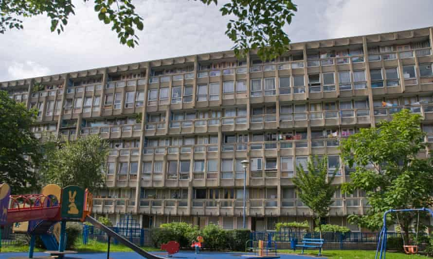 Robin Hood Gardens in London's East End are to be knocked down